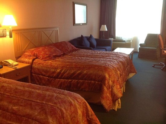 Inn of the Hills Resort & Conference: Spacious Bedroom at Inn of the Hills, Kerrville, TX
