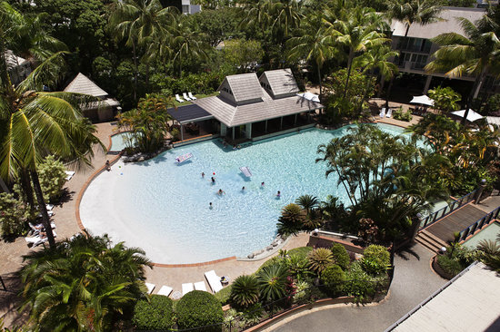 Novotel Cairns Oasis Resort: Balcony View of Pool
