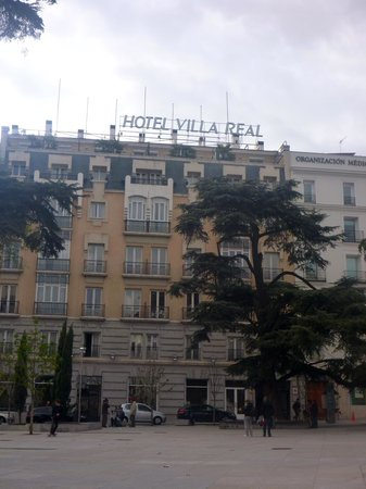 Hotel Villa Real: The entrance to the hotel