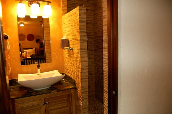 Hotel Buena Vista: Bathroom
