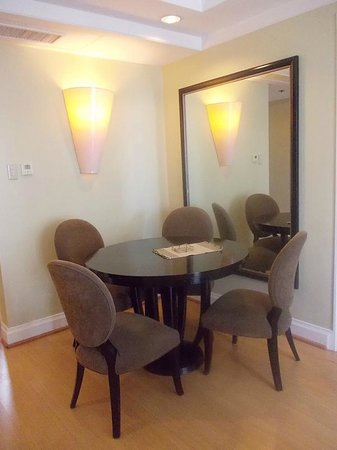 Somerset Millennium: Dining table and mirror