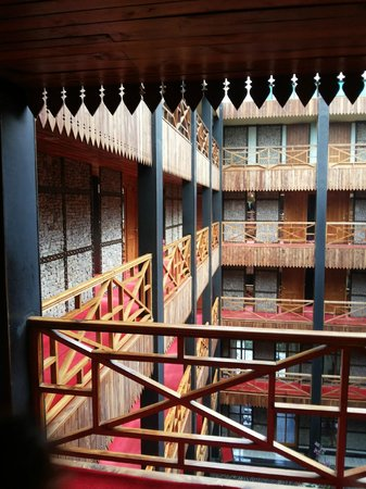 Honeymoon Inn Manali: Inside Hotel View