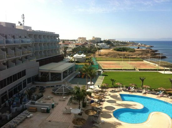 Pernera Beach Hotel: vue d&#39;une des chambre sur le complex