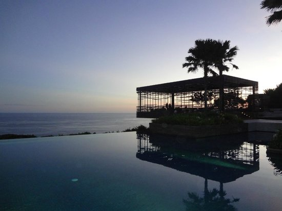 Alila Villas Uluwatu: Main Pool @ Sunset