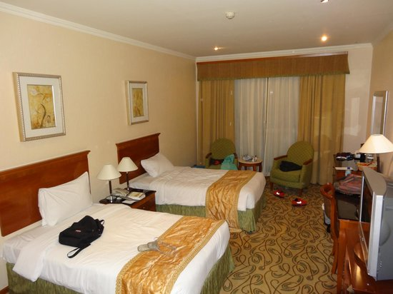 Country Club Hotel: Room 115