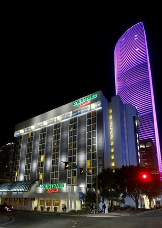 Courtyard by Marriott Miami Downtown: Exterior Shot