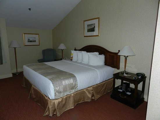 Heritage Hotel: Bedroom with vaulted ceiling