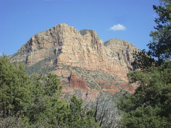Ridge on Sedona Golf Resort: View just down the road