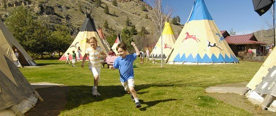 Warm Springs, Oregón: the Tee Pee's at KNT