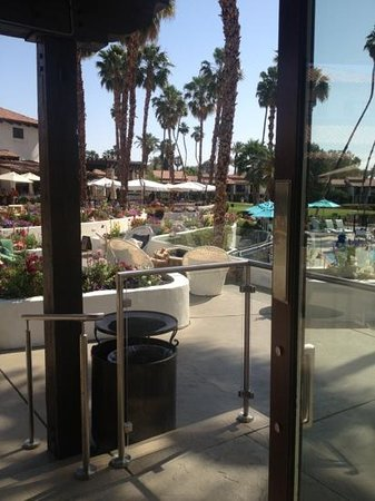 Terranea Resort: poolside lounge
