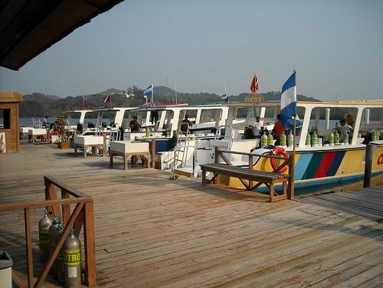 CoCo View Resort: Custom-Built 50&#39; Dive Boats, with easy entries (one mid-ship from underwater) and exits.