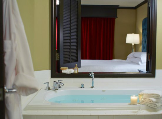 Grand Bohemian Hotel Orlando, Autograph Collection: Suite with bathtub