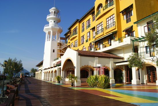 http://media-cdn.tripadvisor.com/media/photo-s/03/ce/64/d9/resorts-world-langkawi.jpg