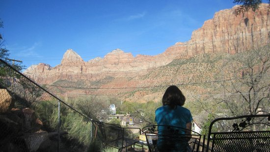 Red Rock Inn Bed and Breakfast Cottages: View from patio.
