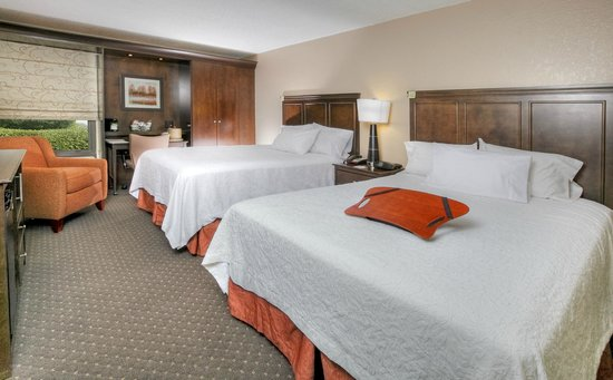 Hampton Inn - University: Hampton Inn Tuscaloosa University Hotel Double Queen Guestroom