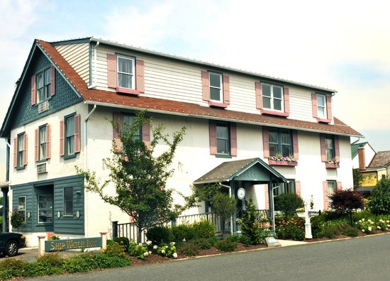 Chesapeake City, MD: Front of Inn
