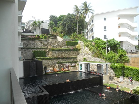 Sugar Palm Grand, Hillside : A view from my room to the swimming pool area.