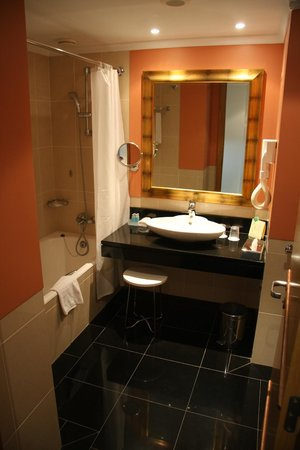 lti Pestana Grand Hotel: Bathroom in a studio