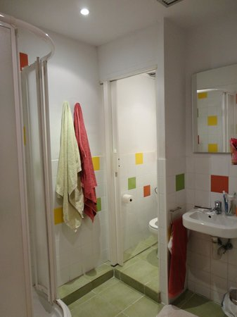 Nisia Bed &amp; Breakfast: Bagno in camera