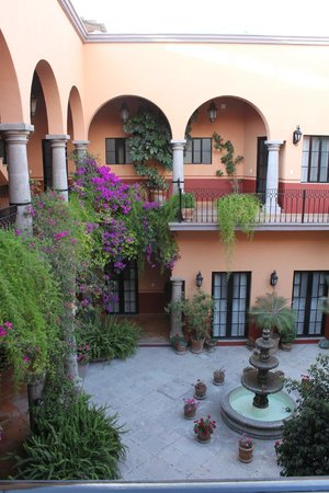 Antigua Capilla Bed and Breakfast: Common area