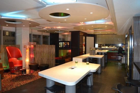 Qbic Hotel Amsterdam WTC : the reception, bar and everything :D