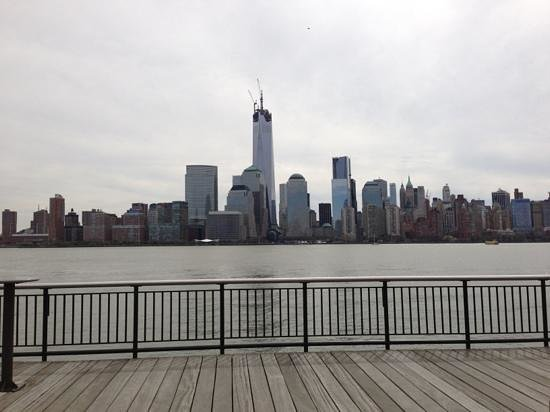 Hyatt Regency Jersey City: the boardwalk surrounding the hotel&#39;s view