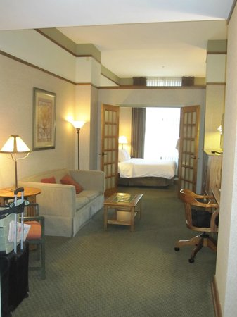 The Silversmith Hotel &amp; Suites: Room