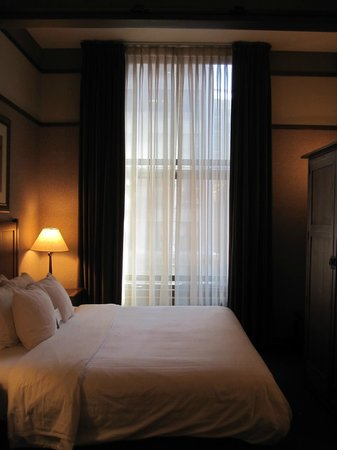 The Silversmith Hotel & Suites: Bedroom
