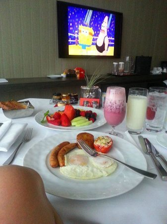 Four Seasons Hotel Toronto: my breakfast, Peter set it up by the window facing the tv so I can watch my favorite show, Spong