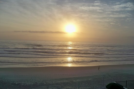 Atlantic Ocean Palm Inn: Sunrise