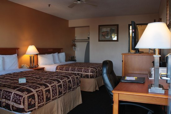 Days Inn Yuma: Standard 2 Queen Bed Room
