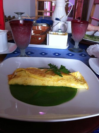 Casa de los Milagros B&amp;B: Mango and cheese filled omelette on fresh spinach salsa...to die for!