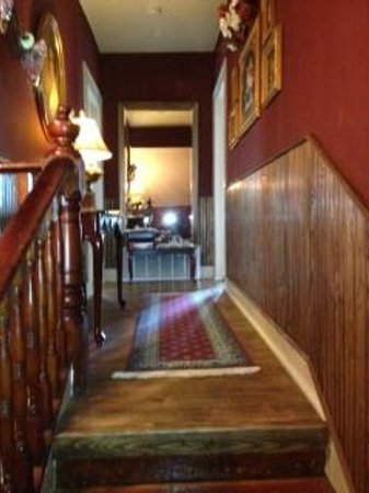 Benefield House Bed & Breakfast: Upstairs Hall