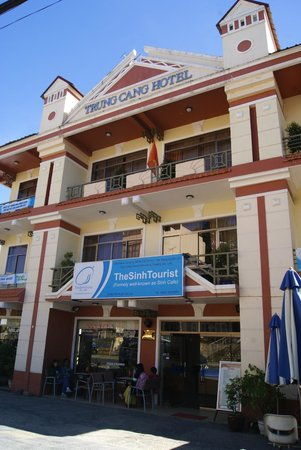 Trung Cang Hotel: Hotel Building