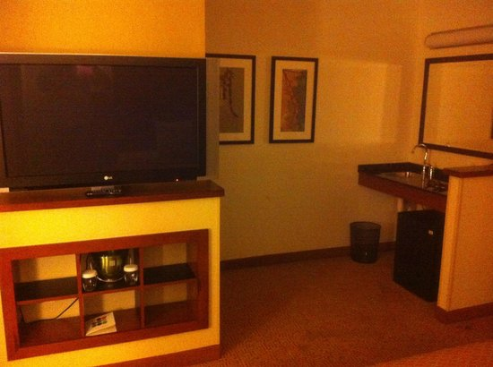 Hyatt Place Greensboro: TV Center and Desk/Closet area