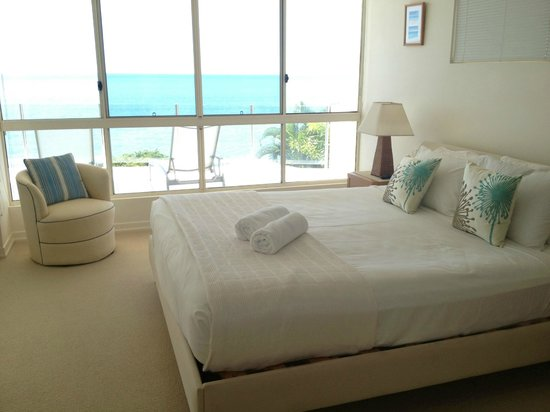 Bellevue at Trinity Beach: Main bedroom