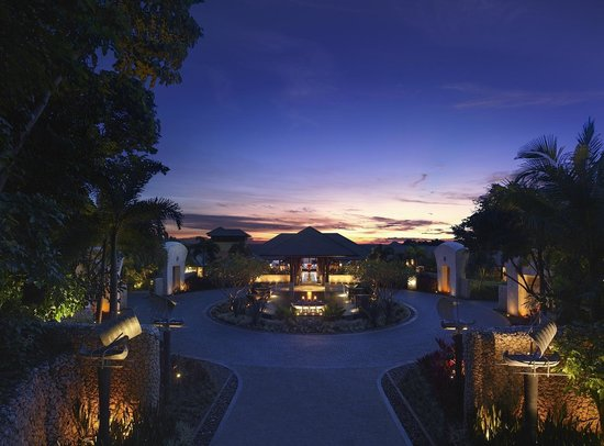 Shangri-La&#39;s Boracay Resort &amp; Spa: View from Resort Entrance