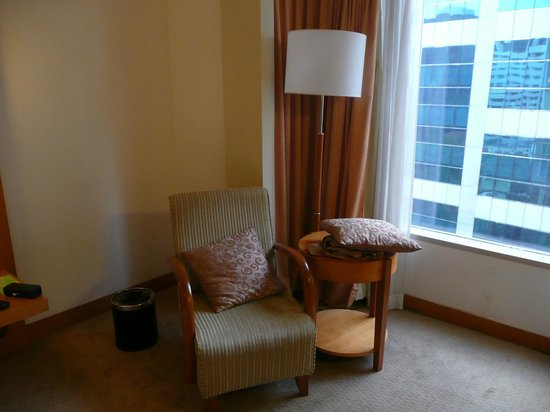Carlton Hotel Singapore: Reading nook in room.