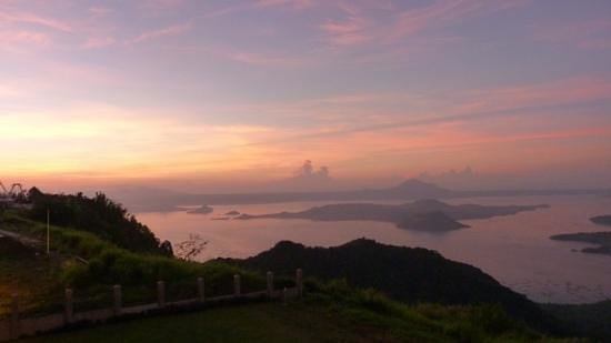 Taal Vista Hotel: Taal lake and Volcano