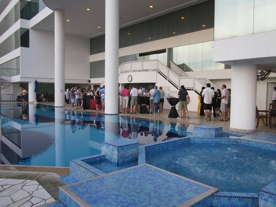 Le Meridien Kota Kinabalu: Definitely go to the meet and greet by the pool!