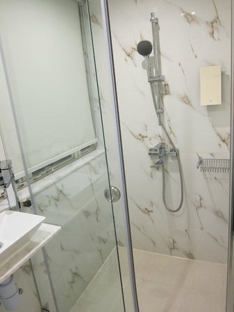 Mini Hotel Central Hong Kong: Shower stall