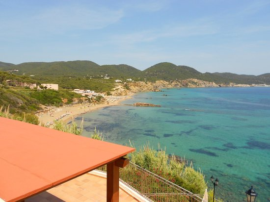 Invisa Hotel Club Cala Verde: View of beach from pool area