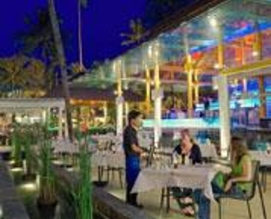 Patong Merlin Hotel: Cafe del Mar, beachside of hotel, enjoy the sunset.