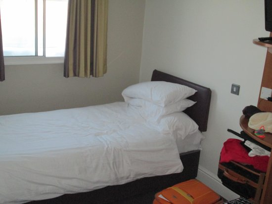 Premier Inn London Kensington - Olympia: single bed