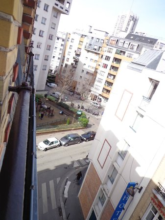 Hotel Armstrong Paris: view from our balcony (4)