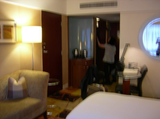 Sheraton Hong Kong Hotel & Towers: room