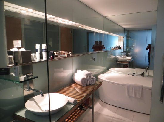 The Henry Jones Art Hotel: our spa bathroom