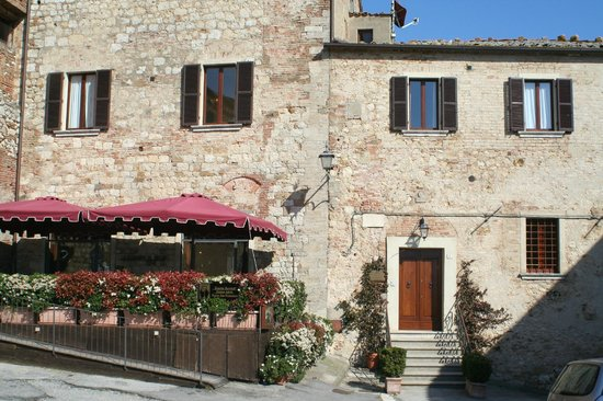 La Locanda di San Francesco: front of inn and wine bar