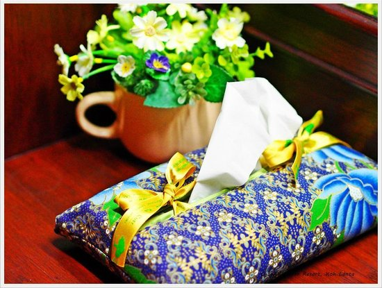 Chaw Ka Cher Tropicana Lanta Resort: Beautiful handmade napkin box