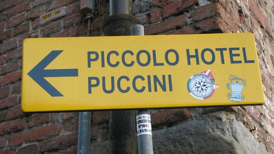 Piccolo Hotel Puccini: Follow the signs